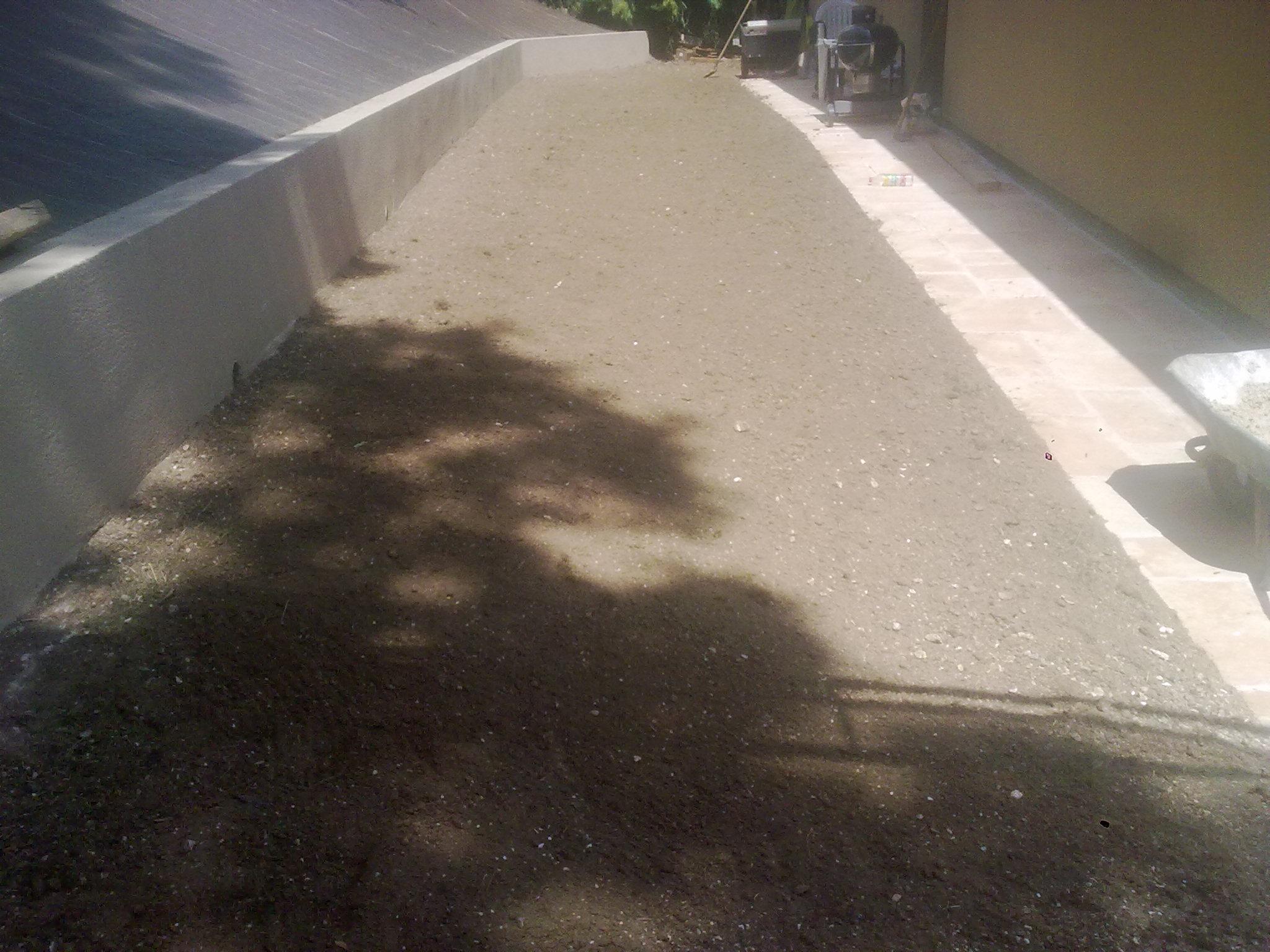 talus bâché et réalisation de terre fine